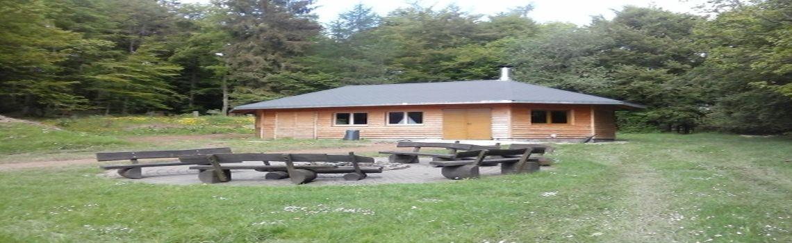 Die Grillhütte ist ein beliebter Treffpunkt für Feiern.