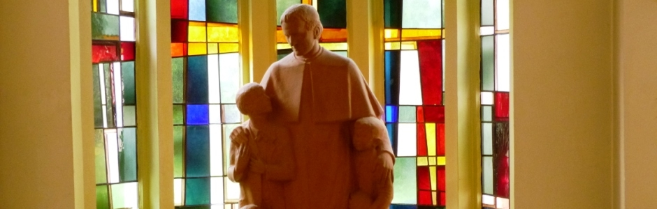 Don Bosco Statue im Atrium